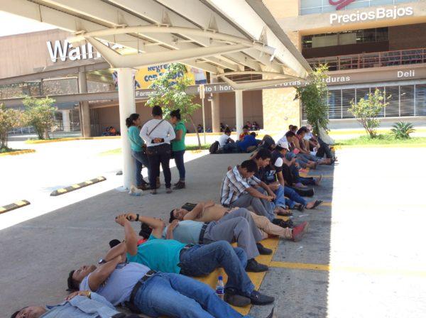 El panorama para Chiapas luce complicado; se tiene que resolver la efervescencia magisterial, la indignación social, la falta de recursos financieros, la cuestión de los pueblos indios que han reaccionado violentamente contra las imposiciones. Foto: Oscar León