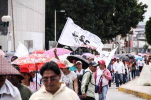 A diferencia de lo que sucede en el nivel nacional, en donde existen relaciones tersas entre el SNTE y el presidente de la República, en Chiapas se ha abierto una ruptura casi insalvable entre el líder de la sección 7, Pedro Gómez Báhamaca, y el gobernador Rutilio Escandón.