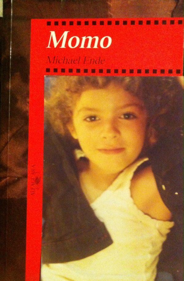 La foto de Zoé como portada en el libro de Momo.