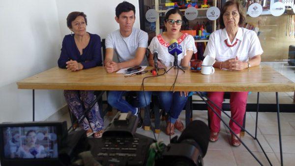Mariana Villa, directora del Museo de la Ciudad con integrantes de la Fundación Fernando Castañón Gamboa pro Museo de la Ciudad. Foto: Sandra de los Santos/Chiapas PARALELO.