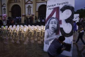 Durante el fin de semana pasado, el canal 14 del Sistema de Radio y Televisión del Estado Mexicano, ha estado exhibiendo informes, programas especiales, documentales, entrevistas, acerca del caso conocido como Ayotzinapa.