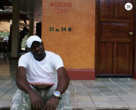 Después de ocho meses en un buque de carga, George Shenya llegó a Colombia, luego viajo otros cinco hasta en llegar a Tapachula, México. Foto: Manuel Ureste