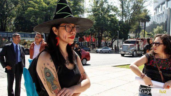 """""""Todas brujas, todas mujeres, todas libres"""". Decía una pancarta"""
