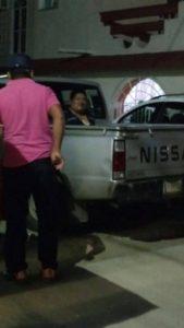 Habitantes de Ixtacomitán lograron detener a uno de los agresores, a quien desean entregar a las autoridades.