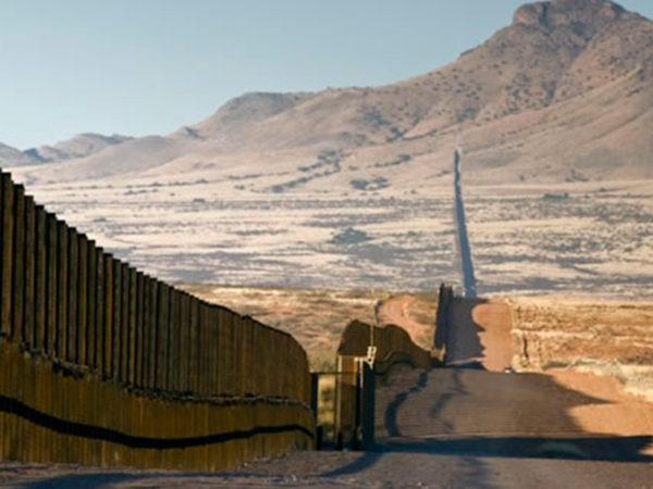 © Puente de la desvergüenza y la ignominia. Entre Columbus y El Paso, Texas. DP (2015)