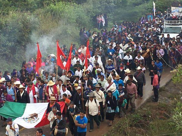 """Chiapas es """"un territorio de importancia geopolítica para los gobiernos de México y de Estados Unidos"""", por ser un territorio con abundantes recursos naturales ––donde habita población indígena y campesina–– es blanco para el capital: con la explotación de los recursos naturales, la privatización de los recursos productivos, la extracción del agua, la creación de las eólicas y la producción de cultivos transgénicos."""
