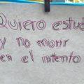 Se realizó un tendedero para involucrar a las personas que transitaban a expresarse sobre el caso.  Foto: Andrés Domínguez
