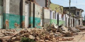 En ruinas y con tristeza muchos de los habitantes quedaron al ver su casa en escombro por la fuerza del sismo.  Foto: Andrés Domínguez
