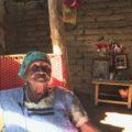 Sofía espera volver a reconstruir el hogar que construyó su padre, el lugar donde ha vivido 87 años. Foto: Ángeles Mariscal