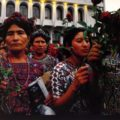 """Foto: Cristina Chiquín, """"Mujeres frente a la Suprema Corte de Justicia"""", 2013"""