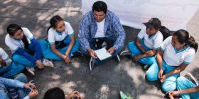 Maestros llevan cuatro años sin cobrar y continúan dando clases - Foto Roberto Ortiz  (1)