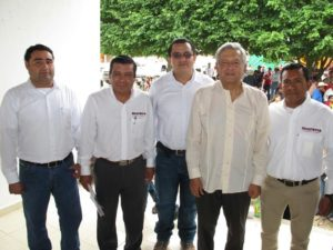 Le dicen súper delegado, pero en realidad no ha podido ampliar su poder más allá de su delegación, y desde la que esperaba mover el ajedrez de las 51 dependencias federales restantes en Chiapas.
