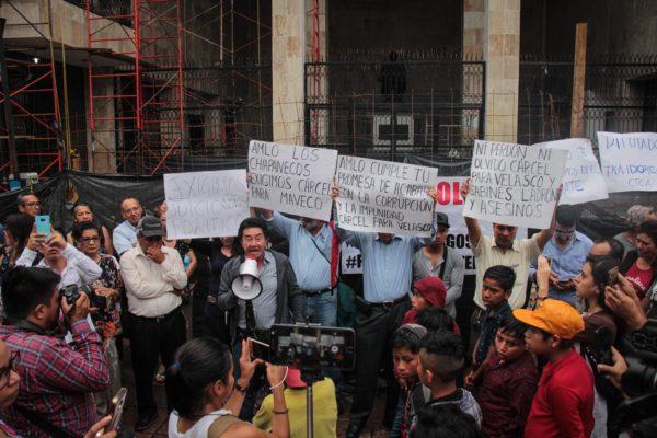 """En un solo día a Chiapas le quitaron la esperanza de la cuarta transformación. En un solo día las y los senadores –la mayoría de Morena- dejaron en claro que para ellos el sur sigue siendo sacrificable, un latifundio que les queda lejos y que es mejor dejarlo en manos del hacendado. Si hoy las y los chiapanecos tuvieran que votar de nuevo supieran que el """"6 de 6"""" es una trampa y que en cualquier democracia deben de existir los contrapesos."""