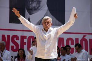 El presidente electo, Andrés Manuel López Obrador, está empeñado en utilizar una modalidad de esa democracia directa, y que fue intentada en la Francia de la Revolución iniciada en 1789 siguiendo propuestas escritas por J.J.