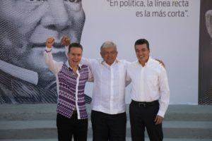 Manuel Velasco Coello regresó al Senado como operador político del presidente Andrés Manuel López Obrador, tarea que ha desempeñado desde hace mucho tiempo.   Con el mandatario lo liga no solo la amistad de su abuelo, sino alianzas y afectos personales que se fortalecieron en las pasadas elecciones, cuando se convirtió en puente de comunicación con Enrique Peña Nieto.