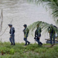 Policías federales a la orilla del río Suchiate