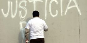 Periodistas protestan con sala de redacción frente Palacio de Gobierno, exigen detención de autores intelecturales del asesinato de Mario Gómez