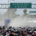 La Caravana Migrante es rociada con gas lacrimógeno antes de cruzar la frontera