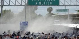Foto: Archivo Chiapas ParaleloLa Caravana Migrante es rociada con gas