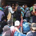 Estaban tratando de salir de la comunidad de Isla, en el sur de Veracruz, como fuera. Foto: Javier García