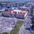 Unos 80 mil trabajadores al servicio del estado se manifestaron en la plaza central de la capital de Chiapas. Foto: Gustavo Caballero