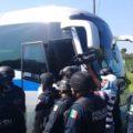 Policía Federal detiene a migrantes de la quinta caravana. Foto: Darinel Zacarías