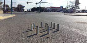 Latas de bombas lacrimógenos utilizados en el enfrentamiento entre normalistas y granaderos.   Foto. Azul Chiapas