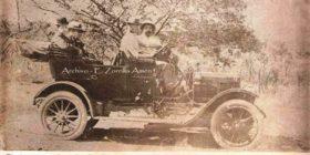 © Don Ciro Farrera Escobar, 3ro de atrás. Tuxtla Gutiérrez. 1910. Dominio público.
