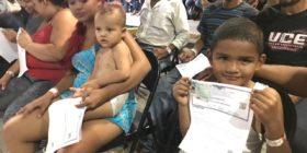INM entrega las primeras visas humanitarias a integrantes de la nueva Caravana Migrante.   Foto: Ángeles Mariscal