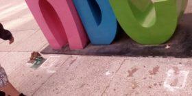 Roban 8 de los 25 zapatitos de bronce en memoria de los niños y niñas victimas de la guardería ABC