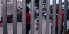 """Retrato de """"Gloria"""" y """"Luis"""" desde la estación migratoria """"El Cupapé""""  Foto: Roberto Ortiz"""
