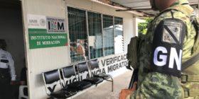 Artillería y fusiles disuaden a migrantes