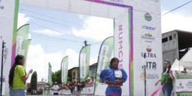Corredores rarámuri conquistan la barranca en Ultramaratón de los Cañones