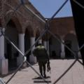 Hacinados y privados de su libertad por la Guardia Nacional, así viven los migrantes en albergue de Jiménez, Chihuahua
