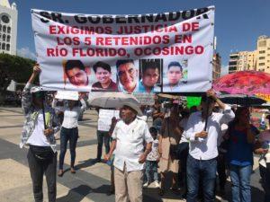 El principal problema con el que se ha topado el actual gobierno es con el Frente Nacional por la Lucha del Socialismo (FNLS), una organización que se ha asentado en Huixtán, Oxchuc y Ocosingo, y que mantiene a cinco policías retenidos con el propósito de negociar la liberación de uno de sus militantes.