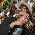 """Familiares y sobrevivientes de """"Hogar Seguro"""". Fotografía: Archivo Agencia AP"""