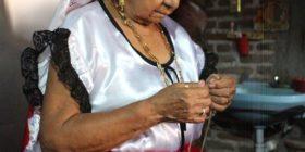 Mujer integrante del baile Yomo-etzé. Foto Gillian E. Newell.