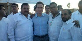 A la extrema izquierda, se encuentra José Guadalupe Reyes Osorio,