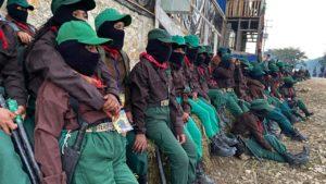El EZLN emprendió la batalla más épica, más quijotesca y romántica en el desolado siglo XX. Y sigue en el combate. Un combate desigual, subrepticio e interminable; sus milicianos siguen en esa lucha porque es parte de su dignidad y de su tradición.