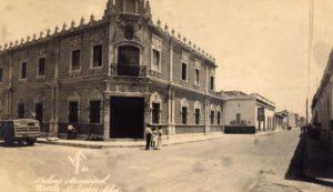 Hacia los años 1955, cuando tenía 10 años de edad, era todo un viaje el ir a Berriozábal. Contaba en aquel año con 10 de edad. Mi abuelo, Don Antonio Puig y Pascual, había rentado una casa, justo en el boulevard de entrada de Berriozábal para que en los tiempos de más calor en Tuxtla Gutiérrez, mi abuela pudiera pasar la temporada en un ambiente fresco.