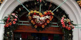 De Zinacantán proviene el esplendor de las decoraciones florales en cada festividad Cortesía: Iguana Hostel