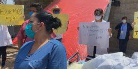 Trabajadores del Hospital General Gómez Maza protestan por falta de quipo para protegerse, en el pico de la pandemia. Foto: Chiapas Paralelo