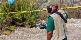 Un reportero en Chilpancingo cubre un hecho violento en estos días de contingencia sanitaria. Fotografía: José Luis de laCruz.