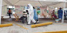 Personal médico trabajando con pacientes de Covid-19