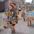 Danzantes indigenas recorren las calles de Motozintla, seguidos de los pobladores. Foto: Benjamín Alfaro