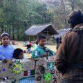En el modelo de educación autónomo zapatista, las instituciones educativas son lideradas por las familias de las comunidades. Cortesía: Zapatista Org.