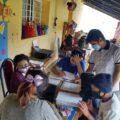 Estudiantes que llegan a estudiar y a realizar sus tareas a la casa de Marcos. Cortesía: Marcos De León.