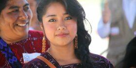En las poblaciones indígenas de México, las mujeres recorren largos caminos y superan toda clase de obstáculos para poder estudiar y ser profesionistas. Cortesía: CDI/INPI.