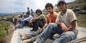 Niños migrantes cruzando la frontera. Cortesía: Ibero Mx.