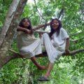 Las niñas y niños lacandones son físicamente iguales, pues llevan cabello largo y túnicas blancas. Cortesía: Kaan Ek.